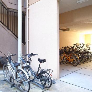 【共用部】建物裏手に駐輪場があります。