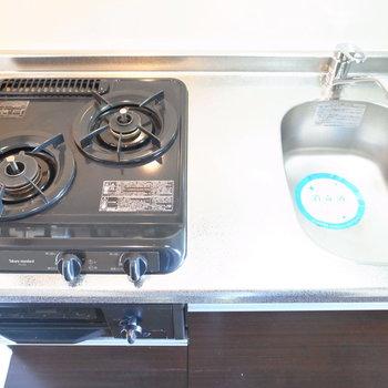 2口コンロ!コンロが複数個あるだけで、調理のしやすさは全然変わってきます。
