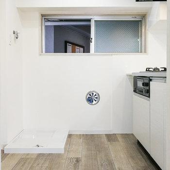 キッチンスペースには洗濯機と冷蔵庫が置けます。