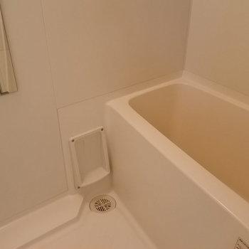 お風呂はシンプルにね。※写真は反転タイプ別部屋です