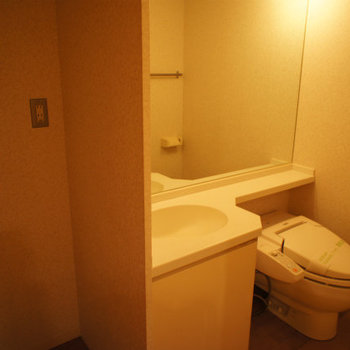 洗面台とおトイレは同じスペースに。※写真は前回募集時のものです