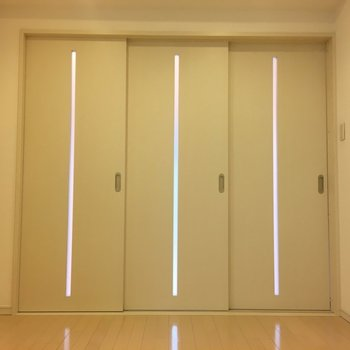 扉を閉めるとこんな感じ。(※写真は8階の同間取り別部屋のものです)