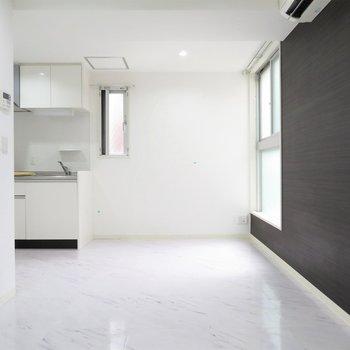 リビングは9帖。キッチン横に窓もあって、換気もしっかりできますよ(※写真は2階の同間取り別部屋のものです)