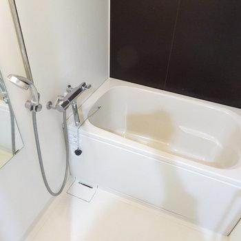 追焚・浴室乾燥機付きのお風呂(※写真は2階の同間取り別部屋のものです)