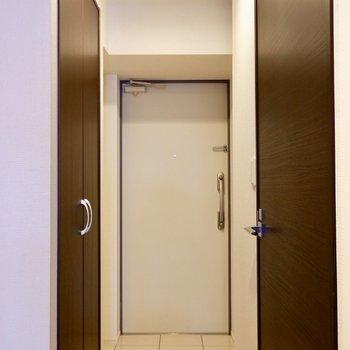 玄関床はタイルで可愛く♪