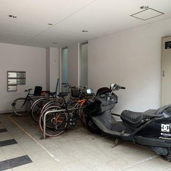 自転車、バイク置き場もあります