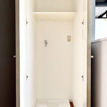 洗濯機置場は扉で隠せます