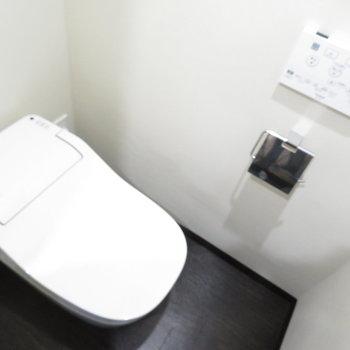 温水便座付きのトイレです♪