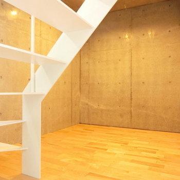 あたたかい雰囲気のお部屋です※写真は同階反転間取りの別部屋