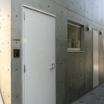 B-102号室への扉 ※今回募集のお部屋はB101です