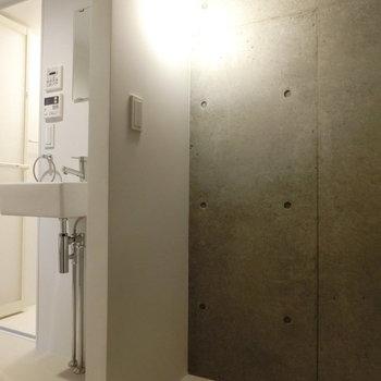 1.5帖の収納スペースもありました。 ※写真は同階反転間取りの別部屋