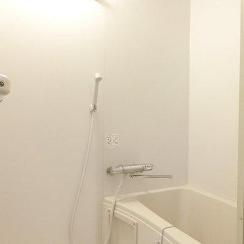 浴室乾燥機付のお風呂 ※写真は同階反転間取りの別部屋
