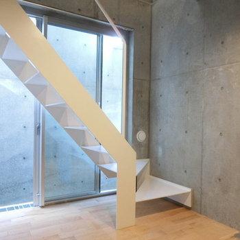 地下空間。反対側はコンクリート壁 ※写真は同階反転間取りの別部屋