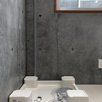 【上階6.5帖】キッチンスペース横の角っこに洗濯機置場