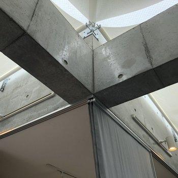 【上階6.5帖】コンクリート打ち放しもかっこよいですね