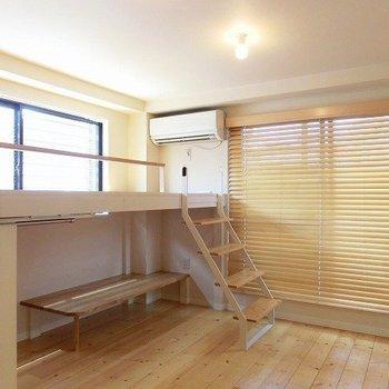 コンパクトなお部屋に嬉しいロフトスペース※写真は別室となります。
