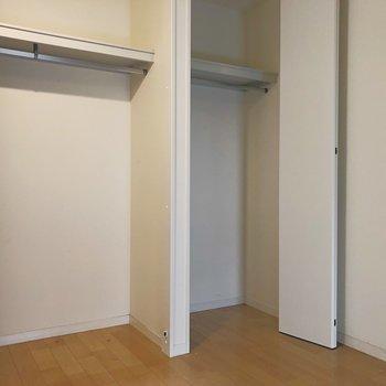 収納は寝室に2つ。たりるかな?