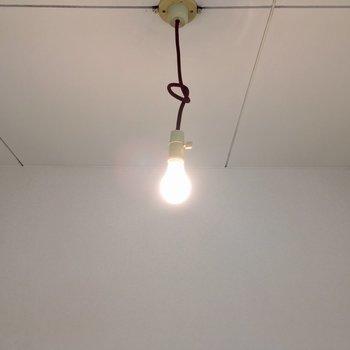 この裸電球もまたレトロ・・・!