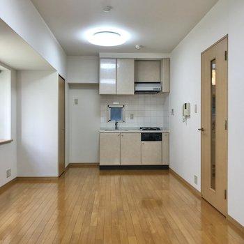 居室は縦に長いのでデスクや棚で空間を仕切ることができそう。
