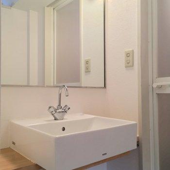 独立洗面台!鏡が大きくてgood◎