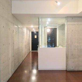 奥に進むと※写真は1階の同間取りのお部屋です。