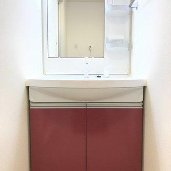 キッチンとお揃いカラーが素敵な洗面台です。