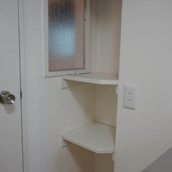 バスルーム入り口にちょっとした棚が嬉しい。タオル置き場に。※写真は前回募集時のものです