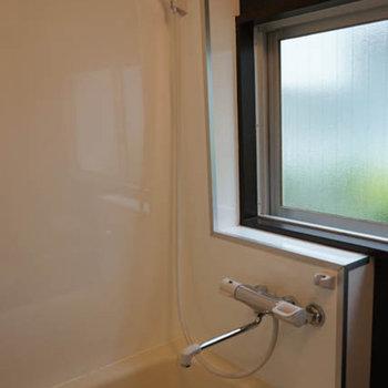 お風呂に窓があるのっていいですよね。※写真は前回募集時のものです
