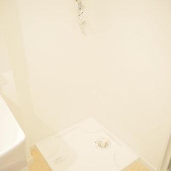 脱衣スペースに洗濯機置場です