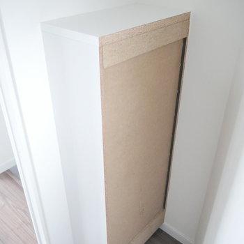 ドーンと突き抜けてます。うまく棚などに有効活用しましょう。
