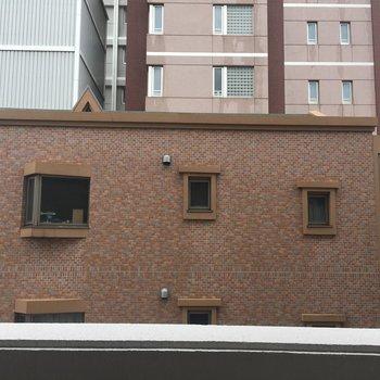 建物が多い立地ですね。