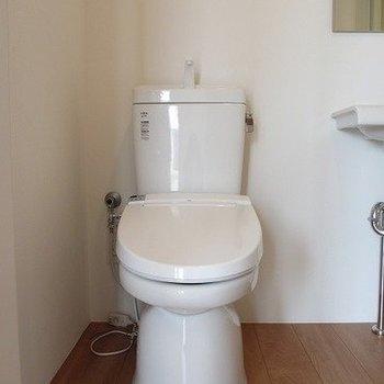 トイレもきれいです。開放感のある空間になっています。※掲載写真は同間取り別部屋のものとなります。