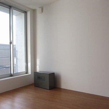 窓辺が気持ち良さそう。※掲載写真は同間取り別部屋のものとなります。