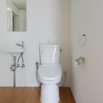 トイレは個室ではありません※掲載写真は同間取り別部屋のものとなります。