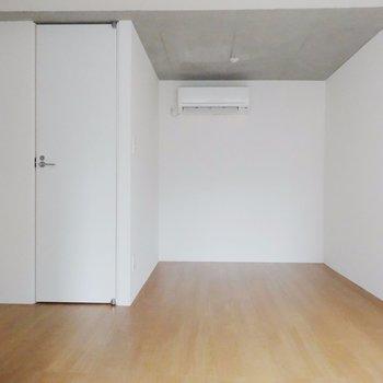 うまく家具をはめ込みましょう!※掲載写真は同間取り別部屋のものとなります。