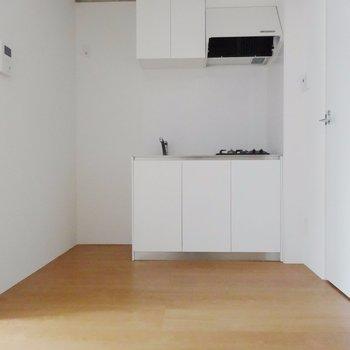 動き回りやすそうなキッチン※掲載写真は同間取り別部屋のものとなります。