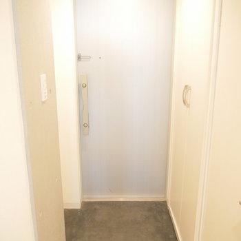 玄関です。右手には