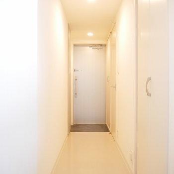 こちらは廊下。この右手の扉を開くと・・・