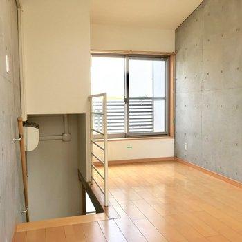 壁と階段と新宿と
