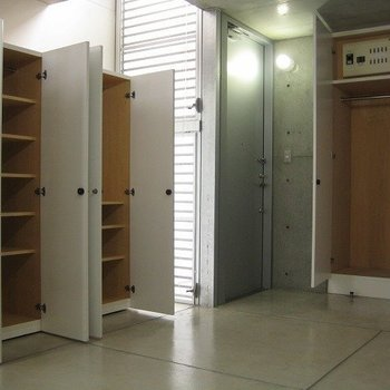 収納もこんなに!(写真は同じ建物の別部屋です。間取りは同じ。)