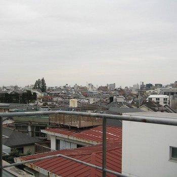 この眺望!すてきです(写真は同じ建物の別部屋です。間取りは同じ。)