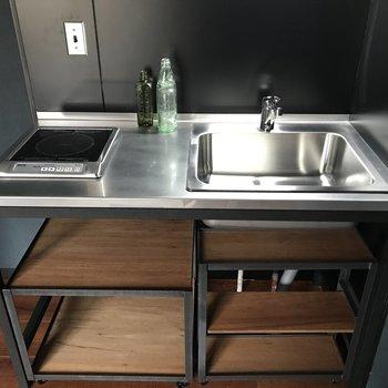 木材とアイアンのキッチンがかっこいいの!(※写真の家具、小物は見本です)