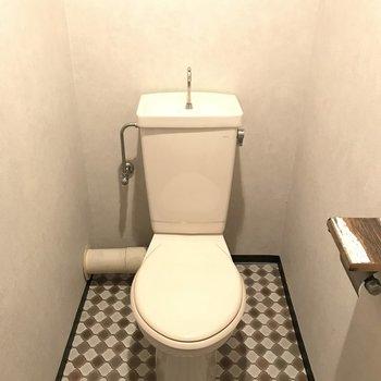 トイレの床がカワイイな。