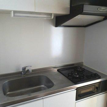 お次はキッチン ※照明なしの時のお写真です