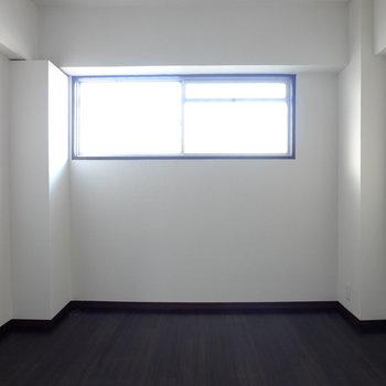 ハイサイドガラスで寝室も明るい