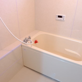 お風呂はちょっぴりレトロ