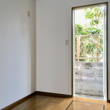 キッチンのドア横に冷蔵庫は置けるね。大きなサイズも大丈夫!