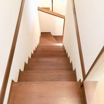 玄関横の階段を登って、2階へGO!