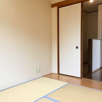 こちらは6帖の和室。