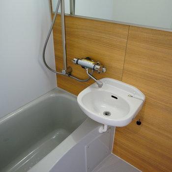 洗面台とセットのユニットバスを新設※写真はイメージ